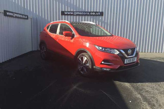 Nissan Qashqai 1.5 dCi N-Connecta Red