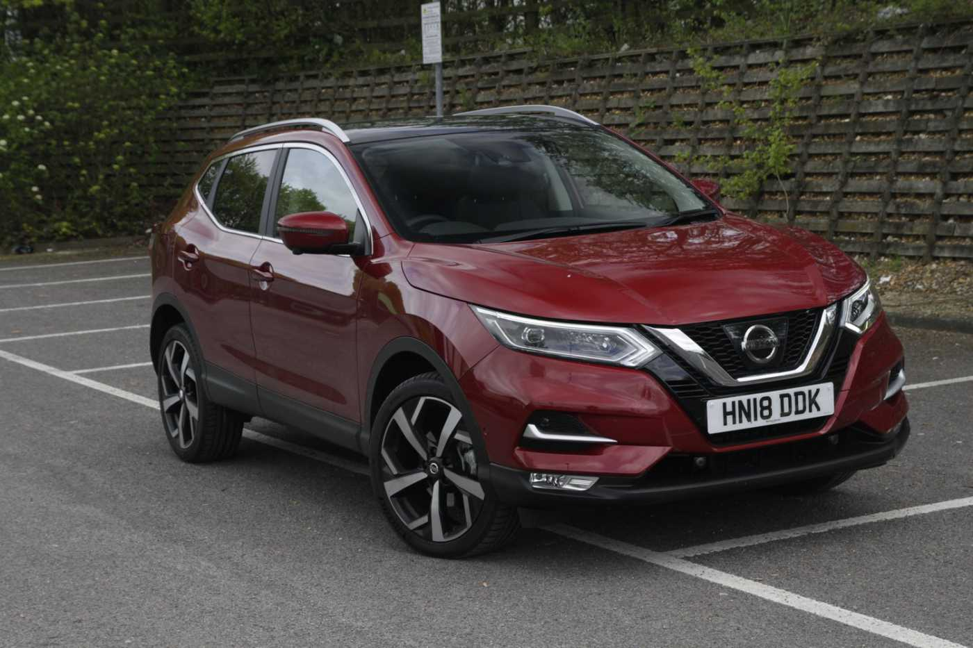 nissan qashqai red for sale in winchester nissan used. Black Bedroom Furniture Sets. Home Design Ideas