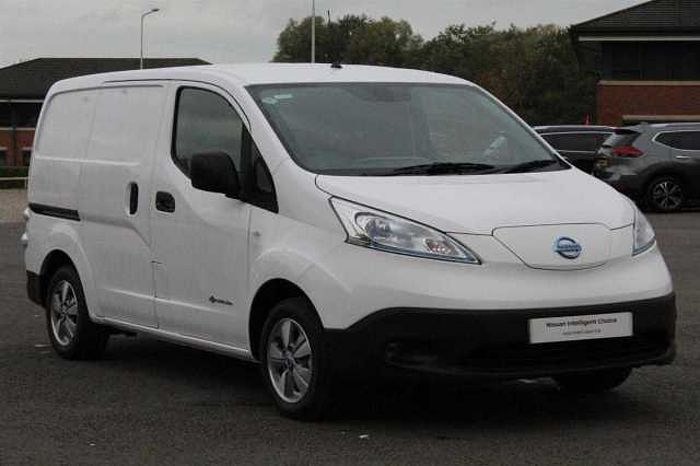 Nissan ENV200 PANEL VAN E Tekna Rapid Panel Van white