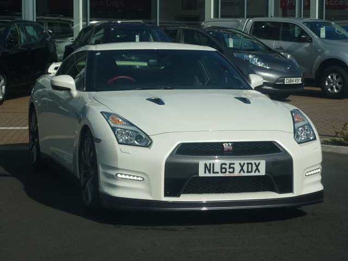 Nissan GT-R 3.8 V6 Premium Recaro 2-Door Coupe Storm White Pearlescent