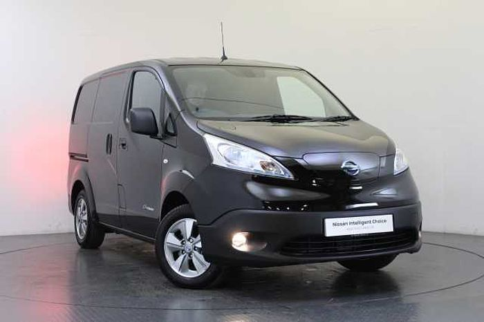 Nissan e-NV200 40KW Tekna Van with Heat Pack and Mesh Partition Wall Black