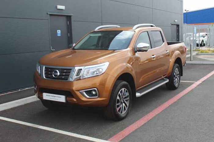 Nissan Navara 2.3dCi (EU6) Tekna Double Cab 4WD Pickup Savannah Yellow